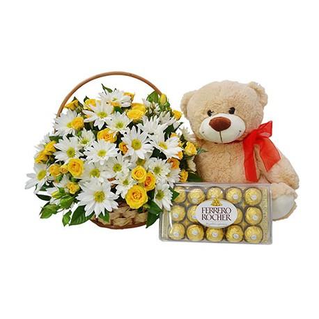 Canasta de flores, peluche y chocolates